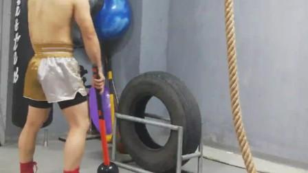 【核心爆发力训练】大锤砸轮胎