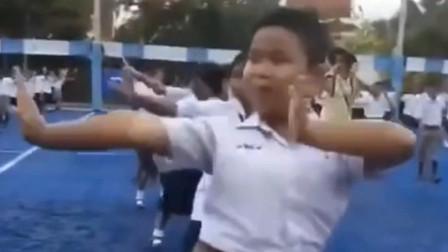 泰国小朋友都是从小培养的