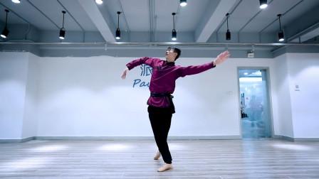 网友:感觉像是跳猩猩舞!这就是睁眼说瞎话,明明是专业蒙古舞