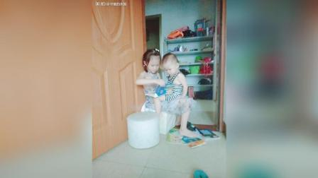 超大雷声, 妹妹说好怕, 妈咪抱抱我, 我在练习说不抱, 叫姐姐抱