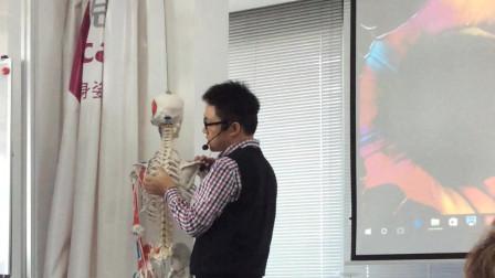 胸椎按摩手法