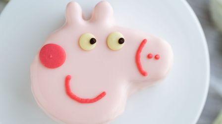 啥是佩奇?猪年必备的吉祥物,今天就做一个能吃的--佩奇草莓慕斯蛋糕