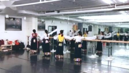 藏族表演性组合 弦子 转发