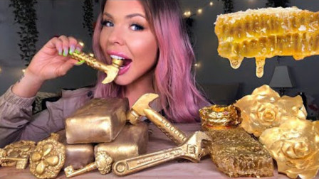 芭比美女吃金黄灿灿的美食,这牙口真是让人佩服,佩服
