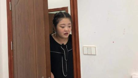 女儿上大学后从不回家,母亲担心去探望,推开寝室门傻眼了
