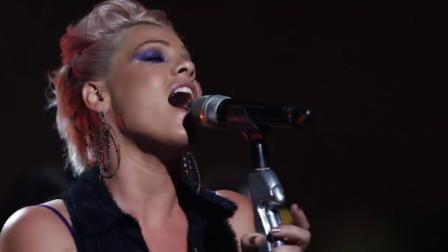 被唱歌耽误的杂技演员,她在7年前唱的老歌《Try》,最近突然爆火!