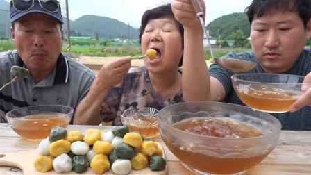 """韩国农村家庭的一顿饭:炎热的夏天,妈妈做了""""韩式糖水和糕点"""""""