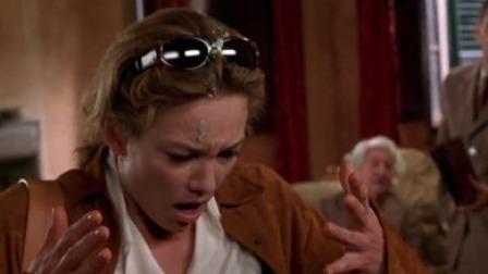 老太太秒答应卖房,竟因为鸟屎砸了美女,这是什么操作?