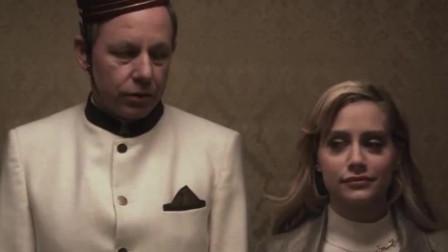 美女在电梯里还很含蓄,没想到一进了房间,就开始放松了