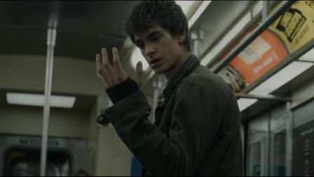 超凡蜘蛛侠:男孩出去了一趟,他的身手变得格外敏捷,他为自己的变化感到惊讶