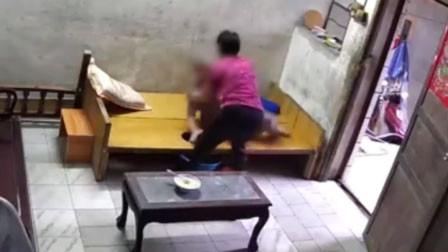 患病躺床上起不来 广州一9旬老人遭保姆暴力掌掴拖拽