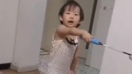 暴躁女儿在线训爹妈:你俩吵架说走就走 你姑娘还在客厅玩呢