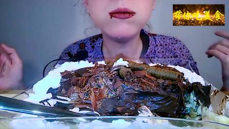 美女吃播 ,外国Salted妹子吃慕斯蛋糕,巧克力放的特别多哟