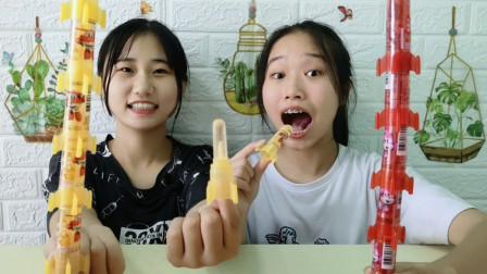 """俩妹子吃""""火箭糖"""",趣味造型亮晶晶,多彩多味果香浓"""