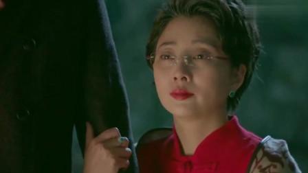 鸡毛飞上天:儿子儿媳在国外过年,江河搂着玉珠,一句话让她心都化了