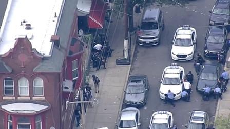 实拍费城枪击案现场:至少6名警员中枪,枪手仍与中!