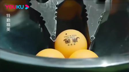 特勤精英:消防员考核用扩张钳夹乒乓球,小伙秀操作,队友看直眼