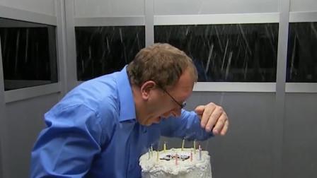 """老外送生日蛋糕,结果却被淋成了""""落汤鸡""""?网友:装置居然这么灵敏!"""