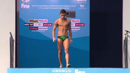 墨西哥选手倒立跳水,水花拍起3米高,满分99只拿到29!