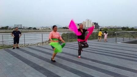 沙井茅洲河畔广场舞《东北大秧歌》