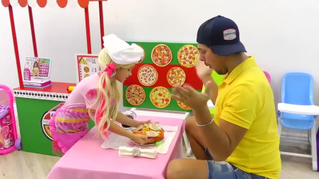 """小萝莉和爸爸的""""披萨游戏""""做披萨给爸爸吃"""