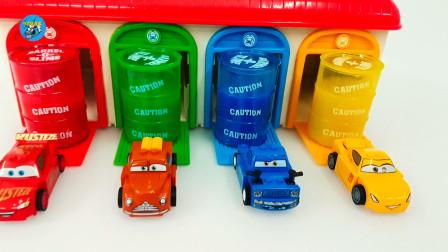 惯性玩具车,小汽车出库和水晶泥玩游戏,儿童玩具亲子互动