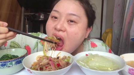 小胖姐吃的真欢实,牛肉炒萝卜!超丰富的减肥餐!