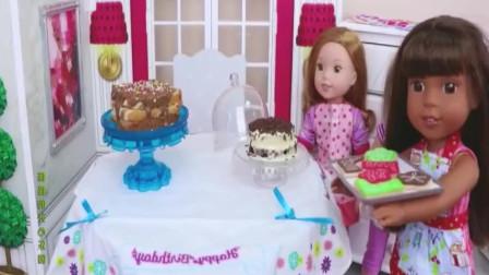 芭比娃娃一家人过大年,女儿要吃早餐,巧克力夹心面包大餐美食