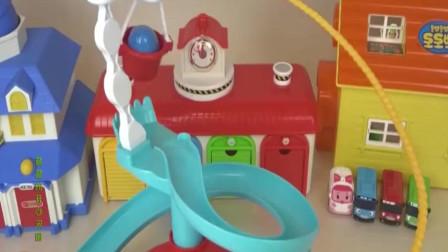 米老鼠汽车总动员玩具惊喜蛋吊机轨道,闪电麦昆赛车变形警车模型