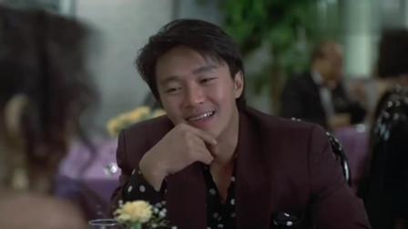 星爷这段真是帅啊,扛着个美女出餐厅,看把服务员羡慕的!