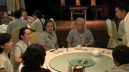 正阳门下:大家兴高采烈参加酒店开业,哪想半天就给上了一壶茶,都快饿死了