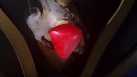阿古茹奥特曼的4次惨败!被怪兽用火烧烤,计时器都冒烟了!