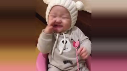 小宝宝被妈妈挠痒痒,笑声把心都萌化了