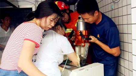【重庆】包子铺员工操作不当 手卡搅面机消防紧急救援