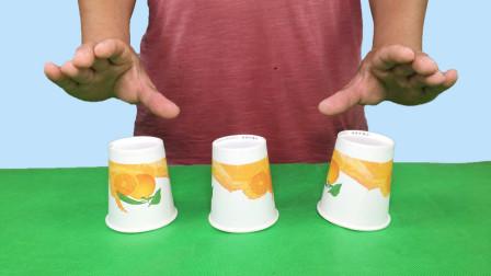 一次翻两个杯子,只能翻3次,如何让三个杯口全部向上?特简单