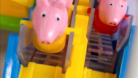 大家数数有多少只小猪佩奇和弟弟在爬楼梯