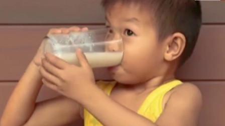 健身的时候吃蛋白粉还是喝牛奶比较好呢?别乱吃,听专家怎么说