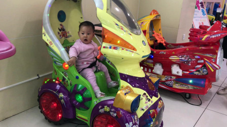 8个月宝宝坐摇摇车 萌娃坐摇摇车视频 玩具总动员