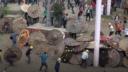 印度投石节超百人头破血流