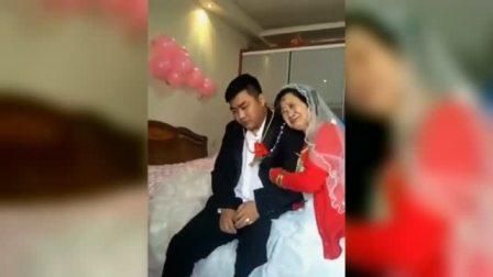 26岁小伙和62岁老太太结婚,小伙很无奈啊,这是真爱吗?