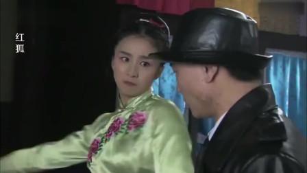 鬼子到裁缝店抓人,没想到穿旗袍的女人不简单,个个都是高手!