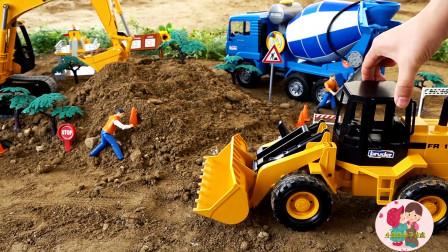 惯性工程车玩具车,蓝色搅拌车黄色装载车挖掘机施工修路,积木组装大桥,儿童玩具亲子互动