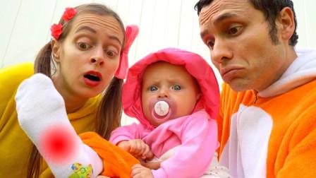 可爱小萝莉萌娃和爸爸妈妈假装在儿童乐园玩第53期