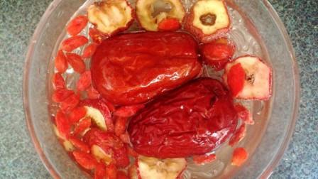 每天用红枣枸杞一起泡水喝,坚持一段时间,这个好处将会属于你
