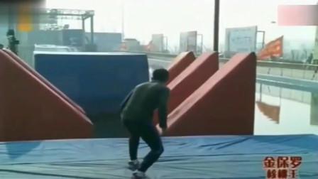 开挂了!退役军人参加闯关节目全程奔跑17秒通关