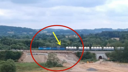 国外货运火车脱轨,视频拍下老板崩溃的全过程!悲剧了