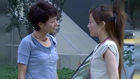 奋斗:杨晓芸这一身挺时髦的,一脚踹在向南破奥拓上,太逗了!