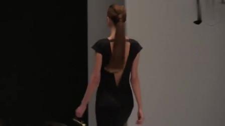 时装秀:开叉低领长裙,长袖收腰的设计,彰显女人成熟魅力!
