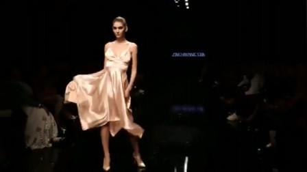 时装秀:柔软丝滑的面料,似睡衣非睡衣,极简风的设计
