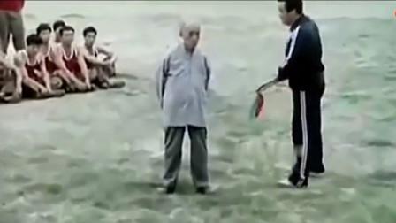 """大刀猛砍十几次!20年前武警特训场景,海灯法师亲身表演""""金钟罩""""绝技"""